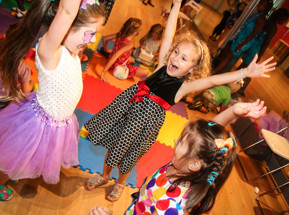 Kids birthday parties at the Salsa With Silvia dance studio: arts and crafts, dance, games, Elsa, Mickey Mouse, Peppa Pig, princess, face painting and more.